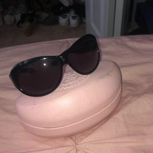 sunglasses that are in good condition